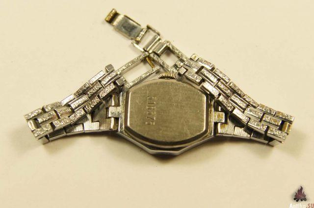 На лейпцигской ярмарке женские часы луч-1816 с. Настольные часы луч автомобильные часы золотые часы луч кварцевые